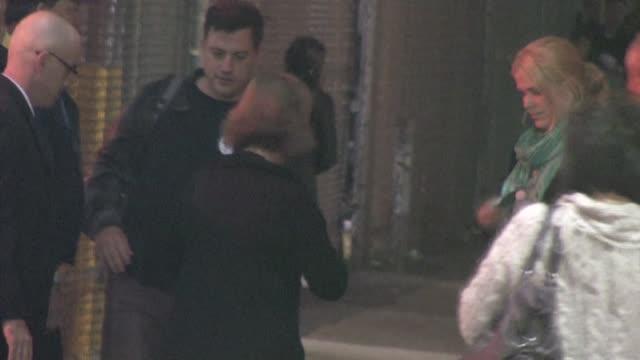 stockvideo's en b-roll-footage met jimmy kimmel on november 15, 2011 in los angeles, california - jimmy kimmel