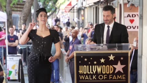 stockvideo's en b-roll-footage met jimmy kimmel on sarah's life & career at sarah silverman honored with a star on the hollywood walk of fame on november 09, 2018 in hollywood,... - jimmy kimmel