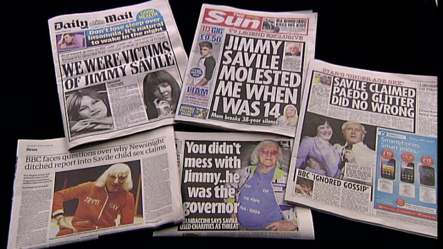 bbc offers to help with police investigation int newspaper headlines on jimmy savile abuse allegations - ジミー サヴィル点の映像素材/bロール