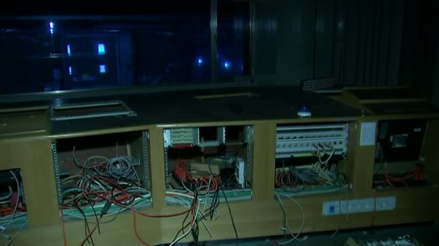 vídeos de stock e filmes b-roll de bbc culture of 'deference' blamed in leaked report r23021509 / int various shots interior disused television studio various shots machinery and... - bbc