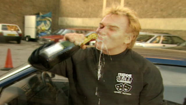 Freddie Starr arrested TX Devon PHOTOGRAPHY *** Freddie Starr drinking from bottle of champagne