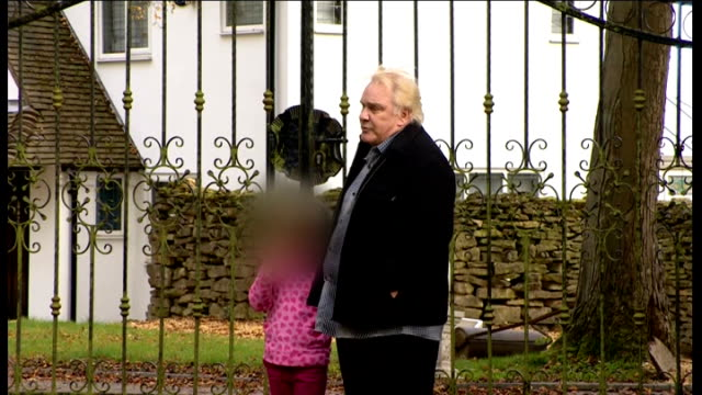 Timing of BBC decision to drop investigation under scrutiny Location unknown Freddie Starr speaking to press outside gates SOT Everybody the press...