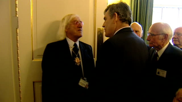 police comment on failure to prosecute savile lib england london downing street photography*** sir jimmy savile chatting to gordon brown mp at... - ジミー サヴィル点の映像素材/bロール