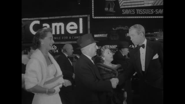 Jimmy Stewart and wife Gloria share laugh / crowds behind barricade / Paramount Pictures Corporation President Barney Balaban his wife Tilly with the...