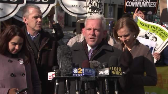 jimmy van bramer remarks that òamazon is a bad employeró during a news presser on february 14, 2019 in long island city, new york. - business or economy or employment and labor or financial market or finance or agriculture stock videos & royalty-free footage