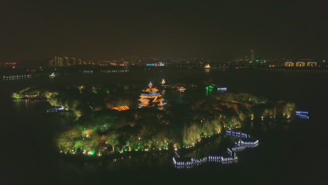 ws jinji lake at night, suzhou, jiangsu province, china - 島点の映像素材/bロール