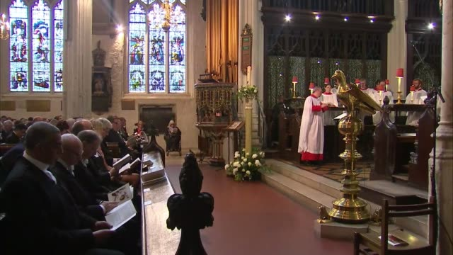 st margaret's church remembrance service john bercow gives bible reading sot / choir singing / justin welby speaking in pulpit sot / welby down from... - ジャスティン・ウェルビー点の映像素材/bロール