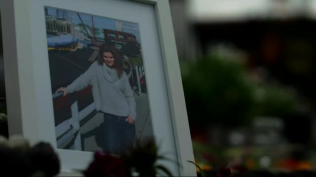 thousands pay tribute to mark her 42nd birthday bbc london trafalgar square children singing on stage framed photographs of jo cox with audio message... - moderne rockmusik stock-videos und b-roll-filmmaterial
