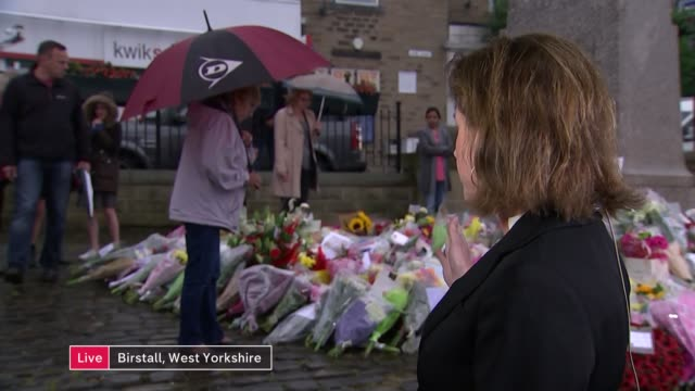 vigils held across the country 'live' graphic on screen england london westminster ext people stand looking at flowers floral tributes laid in... - ジャッキー ロング点の映像素材/bロール