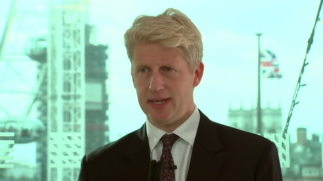vidéos et rushes de jo johnson saying a botched bungled brexit would do serious damage to the conservative party - pupitre