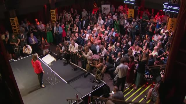 jo swinson elected new leader of liberal democrats: cutaway from result announcement; england: london: int various of jo swinson mp at podium, posing... - british liberal democratic party stock videos & royalty-free footage
