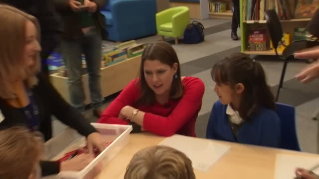 jo swinson liberal democrat leader reads books with schoolchildren in cambridge whilst on the general election campaign trail - book stock videos & royalty-free footage