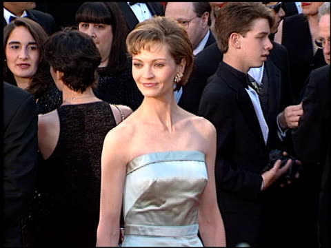 vídeos de stock e filmes b-roll de joan allen at the 1996 academy awards arrivals at the shrine auditorium in los angeles california on march 25 1996 - 68.ª edição da cerimónia dos óscares