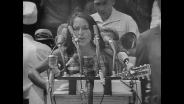vídeos de stock e filmes b-roll de joan baez sings at the march on washington - 1963
