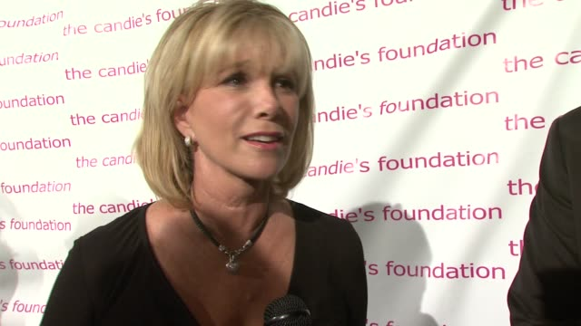 vídeos de stock e filmes b-roll de joan lunden on what brings her out tonight and how she became involved with the candies foundation talks about looking forward to the performers... - vestido preto