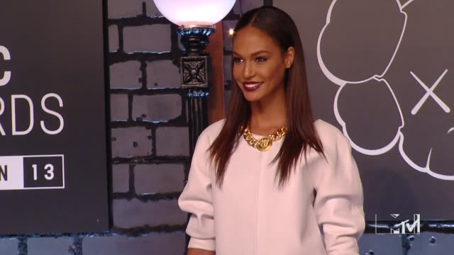 joan smalls at 2013 mtv video music awards red carpet at barclays center of brooklyn on august 25 2013 in new york new york - joan smalls stock videos & royalty-free footage