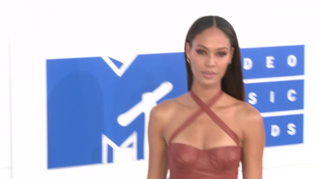 joan smalls at 2016 mtv video music awards arrivals at madison square garden on august 28 2016 in new york city - joan smalls stock videos & royalty-free footage