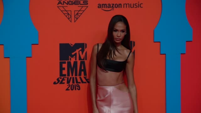 slomo joan smalls at 26th mtv europe music awards on november 03 2019 in seville spain - joan smalls stock videos & royalty-free footage