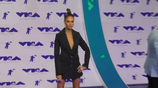 joan smalls at the 2017 mtv video music awards at the forum on august 27 2017 in inglewood california - joan smalls stock videos & royalty-free footage