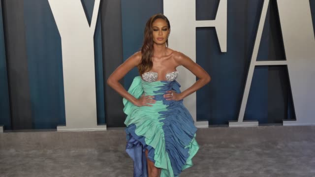 joan smalls at vanity fair oscar party at wallis annenberg center for the performing arts on february 9 2020 in beverly hills california - joan smalls stock videos & royalty-free footage
