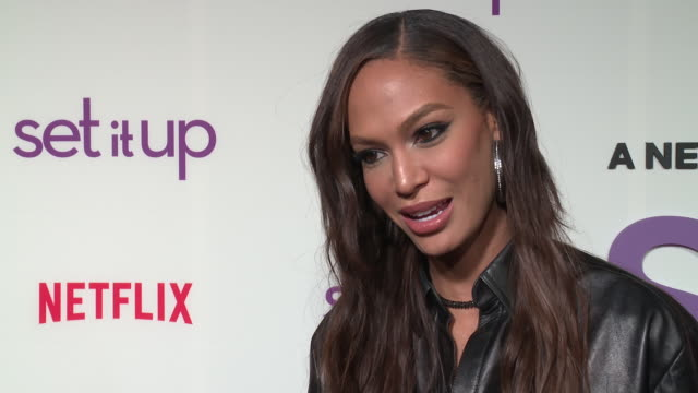 joan smalls on her favorite moment shooting the movie, which of her co-stars would most likely be found hanging out at craft services, who would most... - intervju evenemang bildbanksvideor och videomaterial från bakom kulisserna