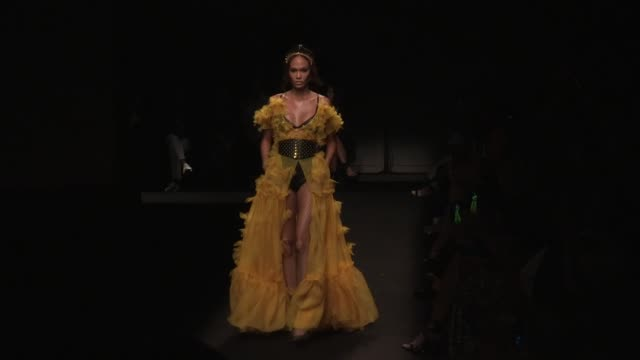 joan smalls stella maxwell models and designer peter dundas on the runway for the dundas d9 fashion show in paris monday july 1st 2019 paris france - joan smalls stock videos & royalty-free footage