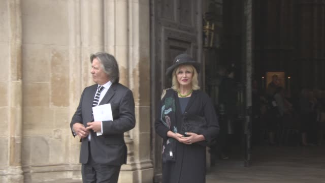 joanna lumley leaving at a service of thanksgiving for the life and work of sir terry wogan at westminster abbey on september 27, 2016 in london,... - テリー ウォーガン点の映像素材/bロール