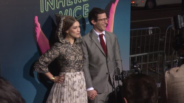 joanna newsom and andy samberg at the inherent vice los angeles premiere at tcl chinese theatre imax on december 10 2014 in hollywood california - huvudbonad bildbanksvideor och videomaterial från bakom kulisserna