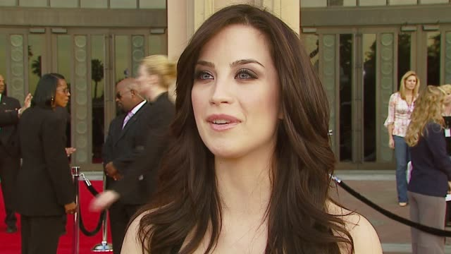 joanna on touring with nick lachey, who she wants to meet at the event at the 2007 people's choice awards arrivals at the shrine auditorium in los... - ニック ラシェイ点の映像素材/bロール