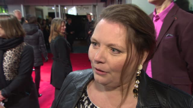 vídeos de stock e filmes b-roll de interview joanna scanlan on working with ralph fiennes on charles dickens at 'the invisible woman' uk film premiere at odeon kensington on january 27... - charles dickens
