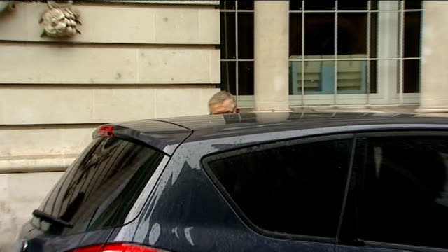 Vincent Tabak trial court arrivals David Yeates and Teresa Yeates and Chris Yeates out of car and along to court