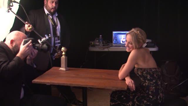 vídeos y material grabado en eventos de stock de joanne froggatt at 72nd annual golden globe awards backstage at the beverly hilton hotel on january 11 2015 in beverly hills california - the beverly hilton hotel