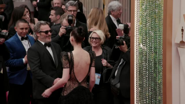 joaquin phoenix and rooney mara at the 92nd annual academy awards at the dolby theatre on february 09, 2020 in hollywood, california. - academy awards stock-videos und b-roll-filmmaterial