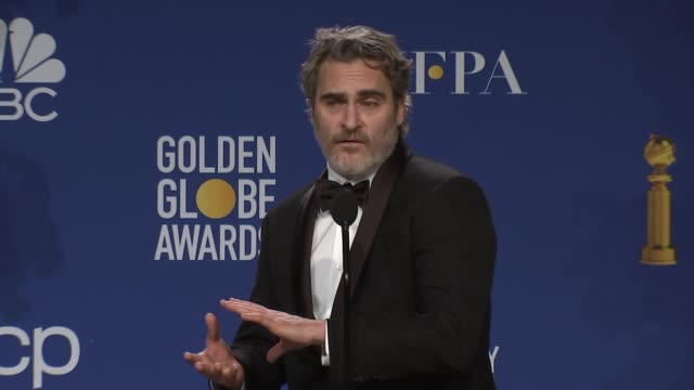 vidéos et rushes de joaquin phoenix at 77th annual golden globe awards - press room at the beverly hilton hotel on january 05, 2020 in beverly hills, california. - golden globe awards