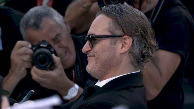 slomo joaquin phoenix at 'joker' red carpet arrivals 76th venice film festival at sala grande on august 31 2019 in venice italy - joaquin phoenix stock videos & royalty-free footage