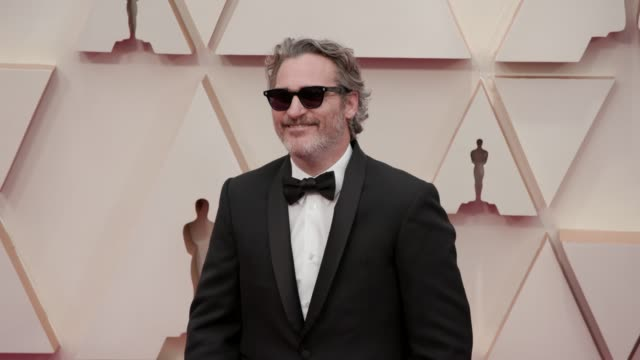 joaquin phoenix at the 92nd annual academy awards at dolby theatre on february 09, 2020 in hollywood, california. - academy awards stock-videos und b-roll-filmmaterial