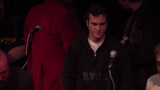 joaquin phoenix at the rock n roll fantasy camp to benefit the teenage cancer trust at the house of blues in los angeles california on february 20... - joaquin phoenix stock videos & royalty-free footage