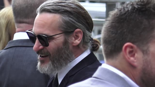 joaquin phoenix attends the don't worry he won't get far on foot premiere at arclight cinemas in hollywood in celebrity sightings in los angeles - joaquin phoenix stock videos & royalty-free footage