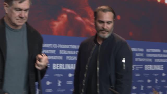 joaquin phoenix, gus van sant, udo kier at 68th berlin film festival: don't worry, he won't get far on foot press conference at grand hyatt hotel on... - ホアキン・フェニックス点の映像素材/bロール