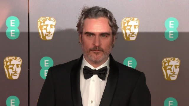 joaquin phoenix on the red carpet at the bafta film awards 2020 - ホアキン・フェニックス点の映像素材/bロール