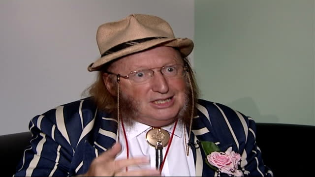 stockvideo's en b-roll-footage met jockey paul o'neill headbutts his horse location john mccririck interview sot on problems in horseracing such as corruption and cruelty to horses... - john mccririck