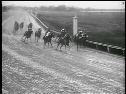 b/w 1935 pan jockeys on horses rounding curve in race - 1935 stock videos & royalty-free footage