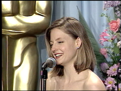 jodie foster at the 1989 academy awards at the shrine auditorium in los angeles, california on march 29, 1989. - academy awards video stock e b–roll