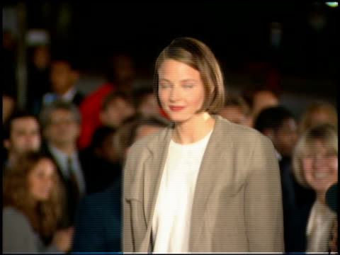 jodie foster at the 'interview with the vampire' premiere at the mann village theatre in westwood california on november 9 1994 - レジェンシービレッジシアター点の映像素材/bロール