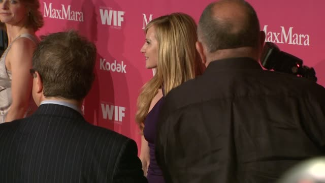 vidéos et rushes de jodie foster holly hunter at the 2009 women in film crystal lucy awards at century city ca - holly hunter