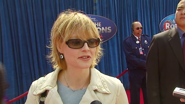 jodie foster on why seeing the film is the perfect way to spend the afternoon, the appeal of animation for actors at the 'meet the robinsons'... - el capitan kino stock-videos und b-roll-filmmaterial