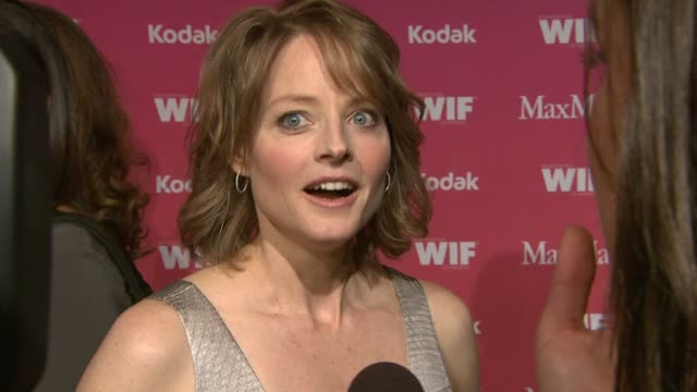 vidéos et rushes de jodie foster on working with different generations of actors supporting holly hunter her favorite women in film at the 2009 women in film crystal... - holly hunter