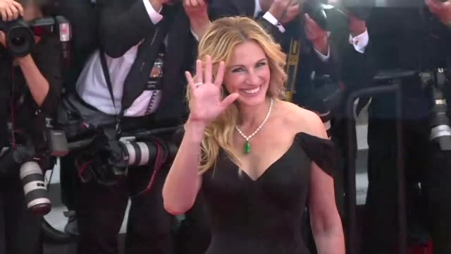 Jodie Fosters Money Monster starring Julia Roberts George Clooney and Dominic West premiered at the Cannes Film Festival on Thursday