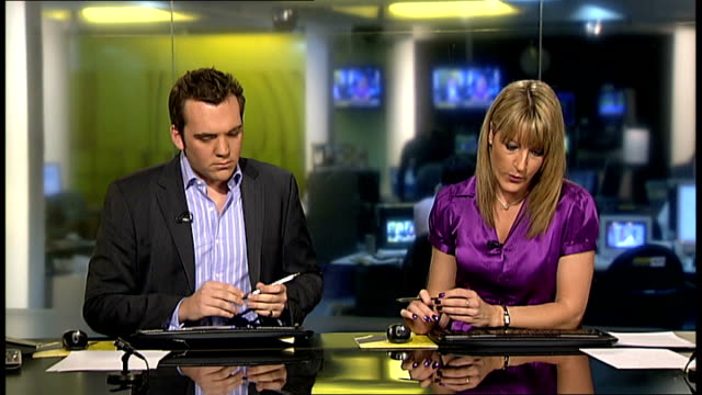 joe calzaghe announces retirement england london gir int setanta sports news presenters announce retirement of joe calzaghe sot enzo maccarinelli... - phono einzelwort stock-videos und b-roll-filmmaterial