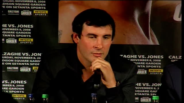 vídeos de stock, filmes e b-roll de joe calzaghe / roy jones jr press conference calzaghe press conference sot will be great fight but thinks he will win because he doesn't lose / but... - papel em casamento